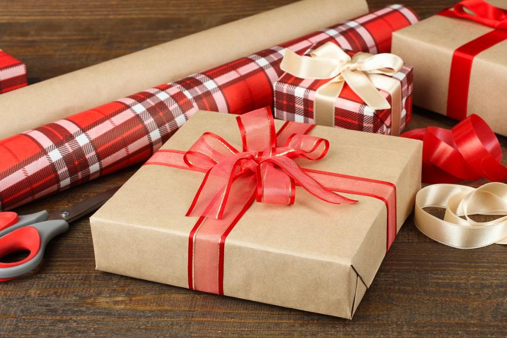 ruban pour cadeau rubans pour d corer les cadeaux la. Black Bedroom Furniture Sets. Home Design Ideas